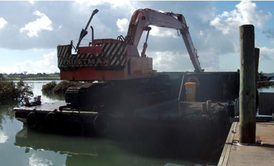 Self propelled landing barge - New Zealand Marine Brokers