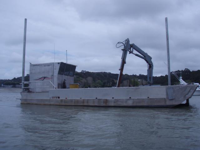 Self propelled landing barge